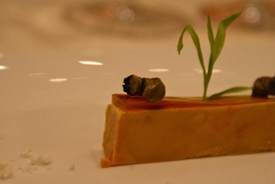 des bigorneaux sur du foie gras