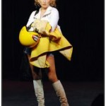 (Mireille Mathieu se coiffe comme un Playmobil)