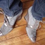 Chaussures d'handicapés et limousine sous Dramamine
